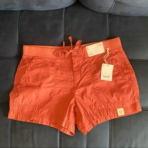 Size 8 NWT Brick color mid rise short